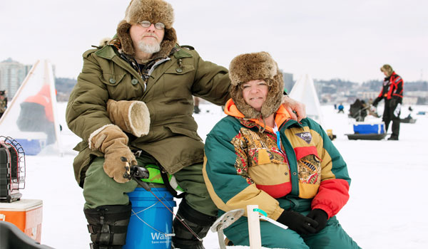 Icefishing_couple