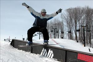 Snowboarding at Mount St. Louis Moonstone